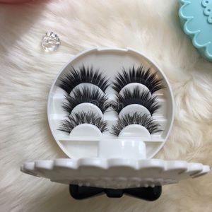 White Lash Case With 3 Pairs Eyelashes